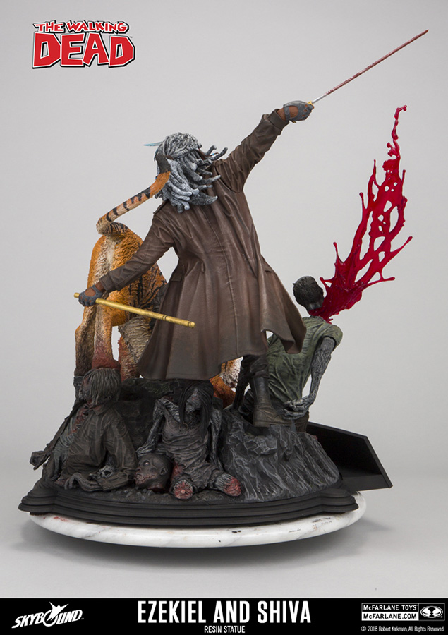 04_twd_ezekiel_shiva_mcfarlane-statue