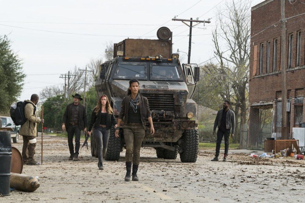 Lennie James as Morgan Jones, Danay Garcia as Luciana, Alycia Debnam-Carey as Alicia Clark, Garret Dillahunt as John Dorie, Colman Domingo as Victor Strand - Fear the Walking Dead _ Season 4, Episode 3 - Photo Credit: Richard Foreman, Jr/AMC