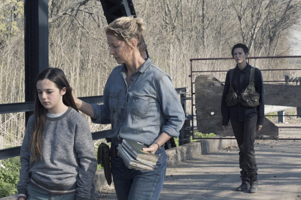 Alexa Nisenson as Charlie, Jenna Elfman as Naomi, Maggie Grace as Althea- Fear the Walking Dead _ Season 4, Episode 9 - Photo Credit: Ryan Green/AMC