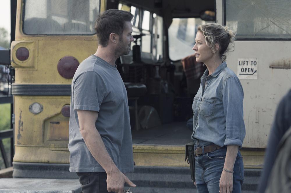 Garret Dillahunt as John Dorie, Jenna Elfman as Naomi- Fear the Walking Dead _ Season 4, Episode 9 - Photo Credit: Ryan Green/AMC