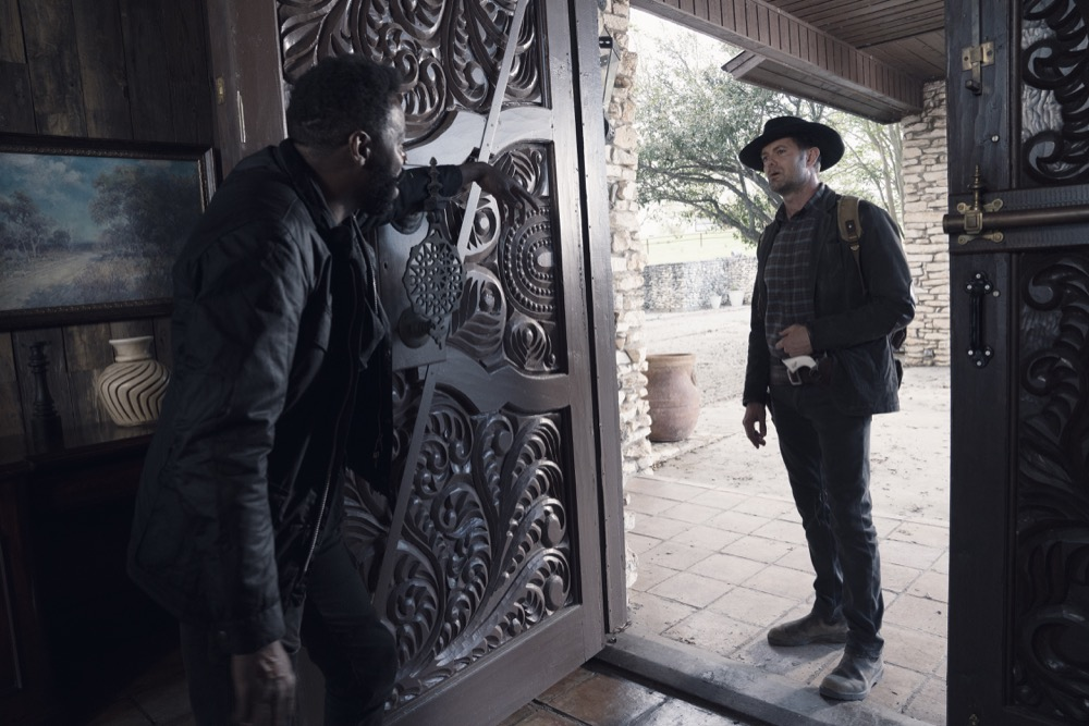 Garret Dillahunt as John Dorie, Colman Domingo as Victor Strand- Fear the Walking Dead _ Season 4, Episode 9 - Photo Credit: Ryan Green/AMC
