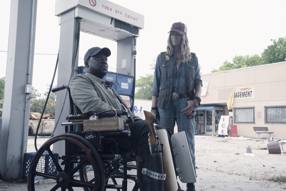 Daryl Mitchell as Wendell, Mo Collins as Sarah- Fear the Walking Dead _ Season 4, Episode 11 - Photo Credit: Ryan Green/AMC