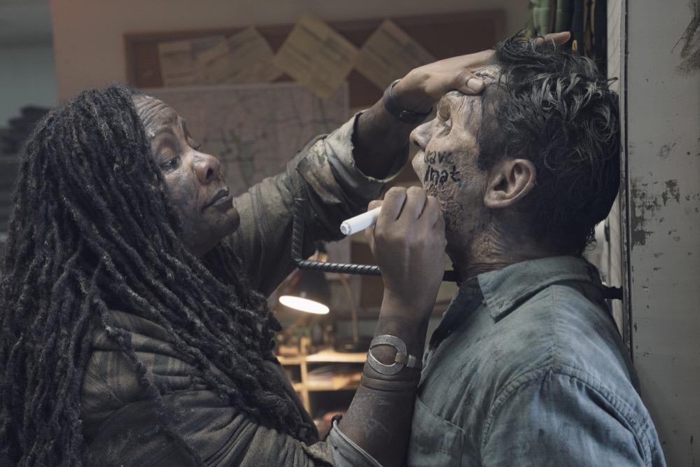 Tonya Pinkins as Dirty Woman- Fear the Walking Dead _ Season 4, Episode 11 - Photo Credit: Ryan Green/AMC