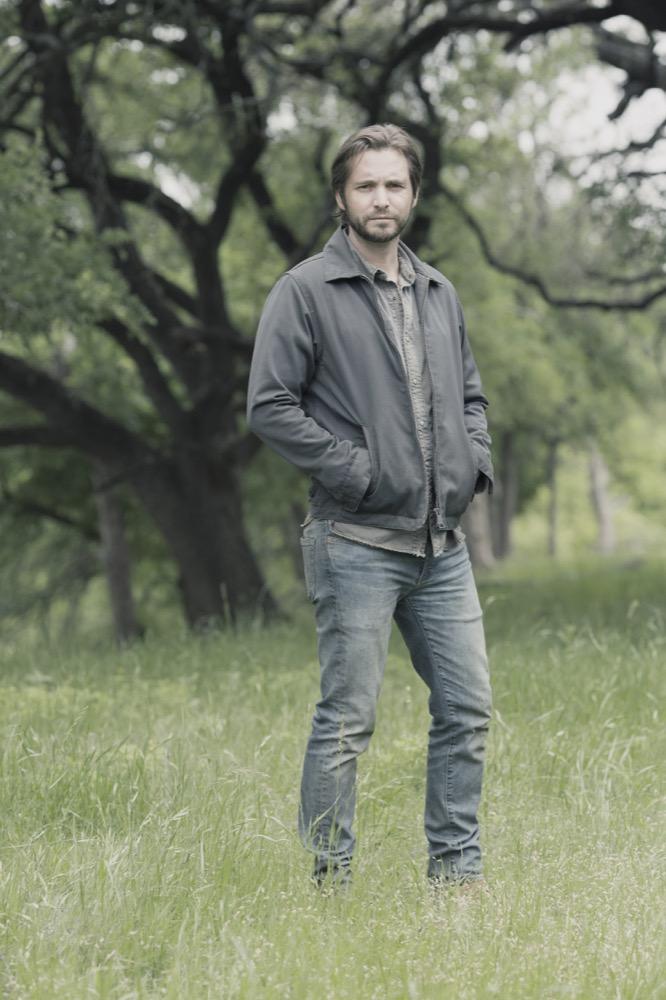 Aaron Stanford as Jim- Fear the Walking Dead _ Season 4, Episode 11 - Photo Credit: Ryan Green/AMC