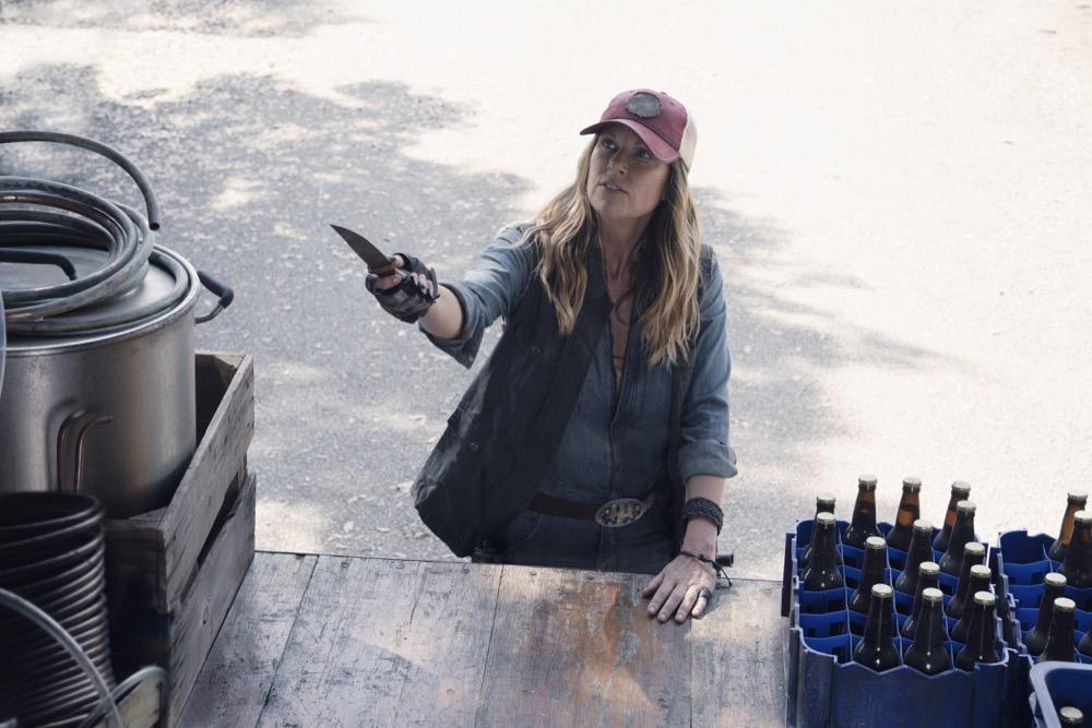 Mo Collins as Sarah- Fear the Walking Dead _ Season 4, Episode 11 - Photo Credit: Ryan Green/AMC