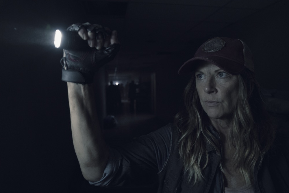 Mo Collins as Sarah- Fear the Walking Dead _ Season 4, Episode 14 - Photo Credit: Ryan Green/AMC