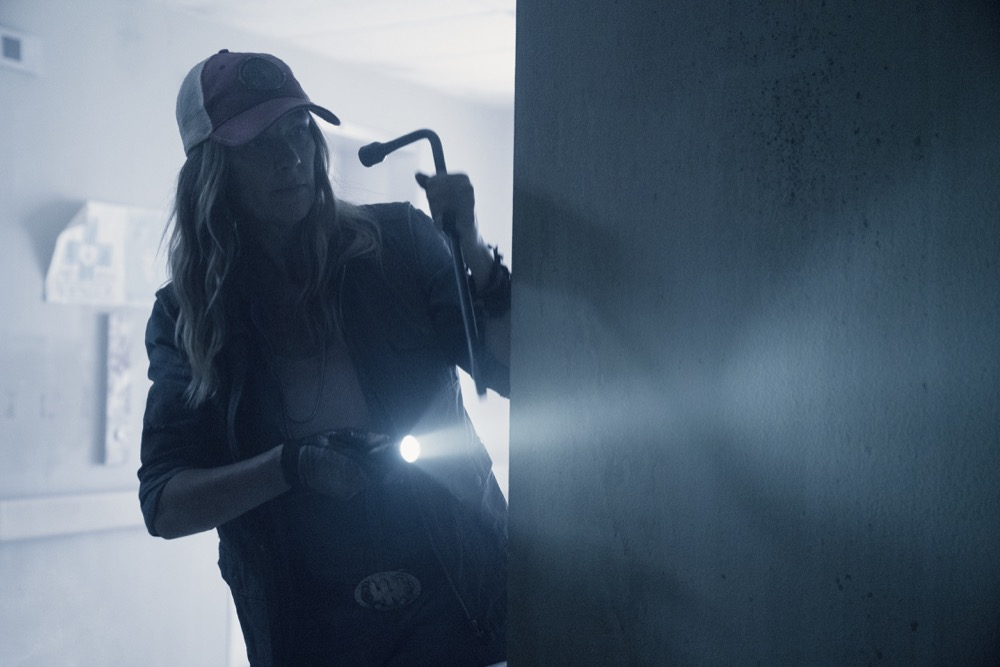 Mo Collins as Sarah- Fear the Walking Dead _ Season 4, Episode 14 - Photo Credit: Ryan Green/AMC